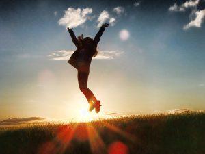 Personne libérée de la dépression avec la sophrologie et l'hypnose